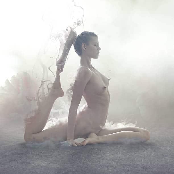 devenir naturiste Pose Yoga Nu Paris Instagram