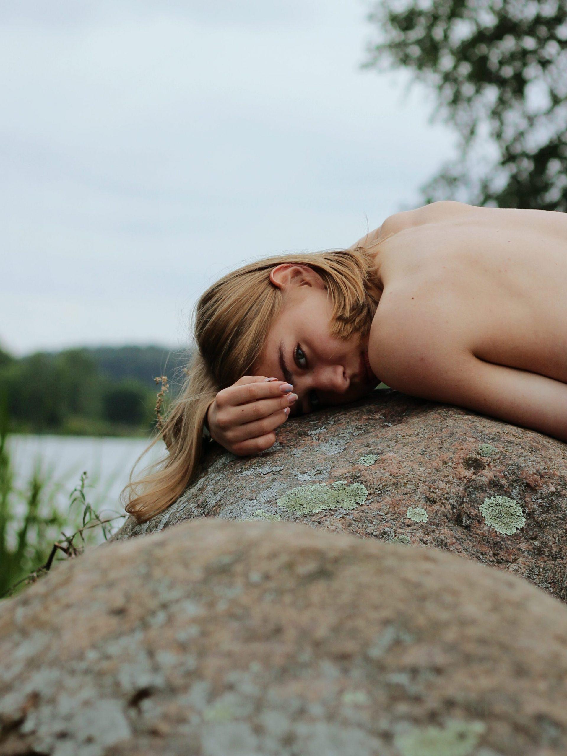 femme nue sur un rocherHistoire du naturisme en France